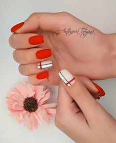 Check out amazing ideas nails 2019 - valentines day, new year nails, 2019 nail trends, nail trends coffin nails super bowl Christmas nails valentine nails summer New Year's Nails, Hair And Nails, Trendy Nails, Cute Nails, Nagel Hacks, Manicure E Pedicure, Healthy Nails, Nail Trends, Simple Nails