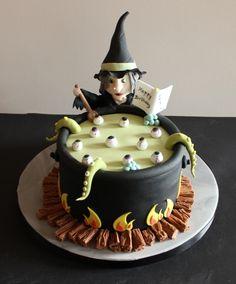 Halloween Witch birthday cake. Tjis is soooo cool. I'd love to make it next Halloween.