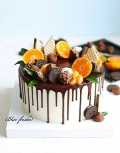 cake decorating 752734525200946579 - Fruit cake decoration chocolate 60 ideas Source by Drip Cakes, Savoury Cake, Pretty Cakes, Creative Cakes, Let Them Eat Cake, Cake Designs, Amazing Cakes, Cupcake Cakes, Cake Fondant