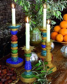 Des bougeoirs recouverts de paillettes / Candlesticks and glitter