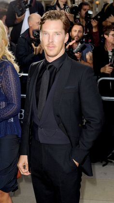 <3 OMG, I AM JUST TOTALLY LUVIN' THE ALL BLACK ON BEN. HE IS JUST DELICIOUS <3   GQ Awards 2 / 9 / 14.