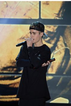 Pin for Later: Justin Bieber Delivers the Most Touching Acceptance Speech at the HALO Awards