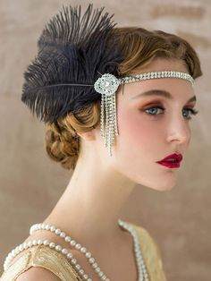 Flapper Headband, Gatsby Headpiece, Wigs Add sparkle with flapper headbands or flapper headdresses and hair accessories such as style tiaras, hair combs, hair clips & wigs. Flapper Headband, Flapper Hair, Flapper Headpiece, Flapper Outfit, 1920s Flapper Girl, Vintage Makeup, 1920s Makeup, Vintage Glam, Great Gatsby Makeup