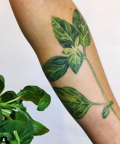 This leaf tattoo is SO gorgeous.