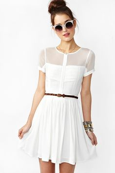 Love the white with a belt that stands out. Beautiful and classic!