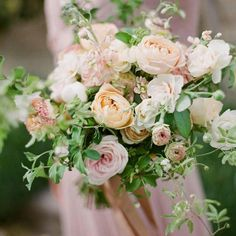 Puderrosa är så himla vackert! Foto @gregfinck #bröllop #wedding #weddinginspo #weddingday #weddinginspiration #floraldesign #floral #floraldesigner #thoselovelydays #weddingblog #bröllopsblogg #brud #bride #brudbukett #bridalbouquet #weddingbouquet #rose #ranunclus #filmphotography #filmisalive #weddingdress #bröllopsinspiration