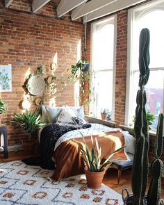 57 Bohemian Bedrooms That'll Make You Want to Redecorate ASAP Maximalism at its breeziest. Bohemian Bedroom Decor, Bohemian House, Modern Bohemian, Bohemian Living, Living Room Designs, Living Room Decor, Living Spaces, Bedroom Designs, Dream Bedroom