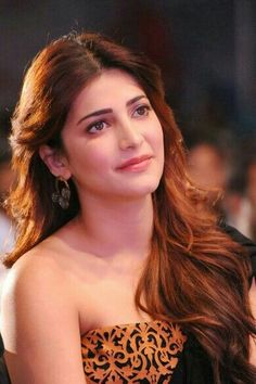 shruti hassan (born 28 January is an Indian film actress and singer who works predominantly in Tamil, Telugu and Hindi language films. South Indian Actress Photo, Indian Actress Hot Pics, Bollywood Actress Hot Photos, Most Beautiful Indian Actress, Beautiful Actresses, Indian Actresses, Indian Celebrities, Bollywood Celebrities, Shruti Hassan Saree