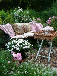 Ideas shabby chic garden seating for 2019 Outdoor Rooms, Outdoor Gardens, Outdoor Furniture Sets, Outdoor Decor, Outdoor Living, Outdoor Seating, Indoor Garden, Jardin Style Shabby Chic, Garden Seating