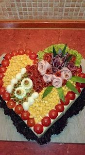 >> 50 Pictures of Unique and Creative Food Recipes - Delicious Veggie Platters, Veggie Tray, Food Platters, Cute Snacks, Cute Food, Gourmet Sandwiches, Party Trays, Food Garnishes, Edible Arrangements