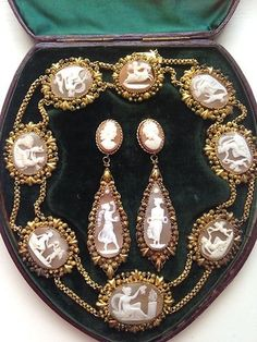 The most fabulous boxed cameo set - Collectors Weekly Victorian Jewelry, Antique Jewelry, Vintage Jewelry, Jewelry Sets, Fine Jewelry, Gold Jewelry, Chunky Jewelry, Pandora Jewelry, Jewelry Findings