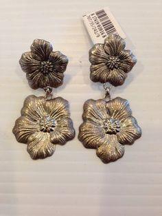 BUCCELLATI BUCCELLATI NWT 'BLOSSOM' 1 SMALL & 1 MEDIUM FLOWER PENDANT EARRINGS