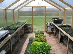 Lovely greenhouse layout!