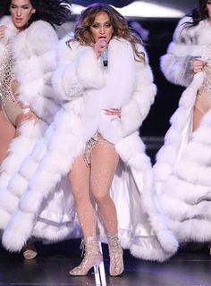 Fashion Recap: Jennifer Lopez's All I Have Residency Las Vegas Opening Night Costumes featuring Custom Zuhair Murad, Versace And More! Jennifer Lopez Birthday, Fur Fashion, Winter Fashion, Pictures Of Jennifer Lopez, Thick Girl Fashion, Fox Fur Coat, Fur Coats, Fabulous Furs, Beauty