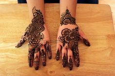 Could also be considered as simple bridal henna Arabic Henna, Henna Mehndi, Mehendi, Beautiful Mehndi Design, Simple Mehndi Designs, Mehndi Tattoo, Henna Tattoo Designs, Unique Henna, Alphabet Images