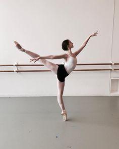 New dancing ballet photography arabesque Ideas Ballet Pictures, Dance Pictures, Dance It Out, Just Dance, Ballet Class, Ballet Dancers, Ballerinas, Shall We Dance, Dance Poses