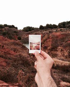 {Instant}  In questi giorni qui in Salento oltre a fotografare ogni piccolo angolo segreto e non sto riscoprendo il piacere della fotografia istantanea quella senza editing senza filtri e fronzoli vari quella vera! Praticamente l'essenza della fotografia.  Grazie @lomographyitalia per avermi fatto appassionare così tanto all'instant photography e alla mia nuova Instant Lomo Sanremo