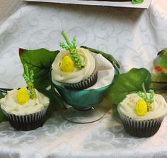 Cupcakes topped with a mini Lulav and Esrog