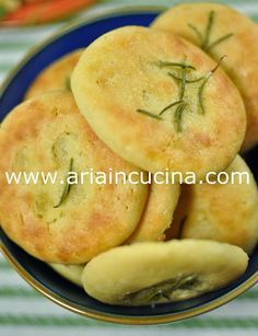Blog di cucina di Aria: Focaccine di ceci al rosmarino