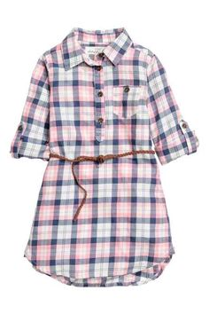 Discover cute girls' clothes for babies and kids aged 18 months to 8 years at H&M - from soft baby clothes to practical outfits for older kids. Kids Outfits Girls, Girl Outfits, Girls Dresses, Dress Over Pants, Button Down Shirt Dress, Baby Dress Patterns, Frocks For Girls, Kids Wear, Kids Fashion