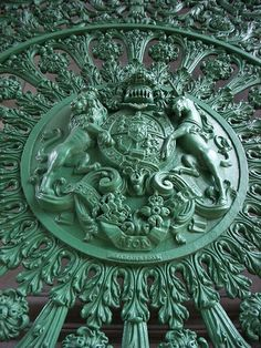 Royal Coat of Arms on the Wellington arch in Green Relief.