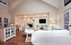 Luxury Beach Themed Cottage! Great Living Room with Flat Screen TV