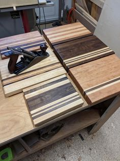 First time making Christmas gifts in my shop. So, cutting boards! Small Woodworking Projects, Woodworking As A Hobby, Diy Wood Projects, Woodworking Crafts, Wood Crafts, Woodworking Plans, Diy Cutting Board, Wood Cutting Boards, Wooden Wall Cladding