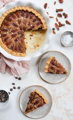 Chocolate Pecan Pie (gluten-free, paleo-friendly, no corn syrup) How To Make Pie, Food To Make, Paleo Pie Crust, Nut Free, Grain Free, Gluten Free Chocolate, Corn Syrup, Just Desserts, Gluten Free Recipes