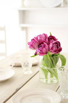 TULIP. I would love to sit and eat at this table!