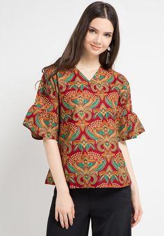 Flaria Top Krona_1 Blouse Batik, Batik Dress, Batik Fashion, Fashion Sewing, I Dress, Dress Outfits, Batik Kebaya, Cheongsam, Silk Top