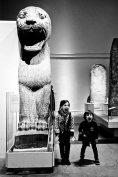 Children mimic an ancient statue at the British Museum, Holborn, London.  http://www.roehampton-online.com/About%20Us/Roehampton%20London.aspx?4231900
