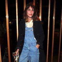 tendencia petos vaqueros: Alexa Chung | Galería de fotos 1 de 18 | Vogue