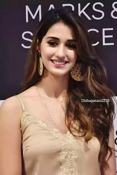 Looking HOT in this Photo, Bollywood News,Entertaiment, Celebrity Gossip, Read Bollywood Actress Hot, Beautiful Bollywood Actress, Most Beautiful Indian Actress, Indian Bollywood, Bollywood Celebrities, Beautiful Actresses, Bollywood Stars, Bollywood News, Vintage Bollywood