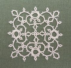 A bit of calm now between Christmas and New Year... Hope you all had a lovely day on the 25th.   I did a bit more tatting on the Chilled Me...