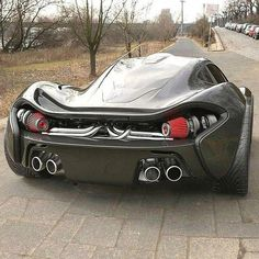The McLaren held the world record for the fastest production car in the world for many years. The car was first produced in 1992 and still looks great today. Mclaren P1, Sexy Cars, Hot Cars, Bugatti, Automobile, Super Sport Cars, Super Car, Weird Cars, Twin Turbo