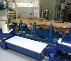 M8 Zallys, Elektrická Ručne Vedená Platforma Pre Prepravu Oceľových Týči A Potrubie. Dvě verzie: max. 4m; max. 6m. Plošina M8 môže byť použitá pre menej náročné aplikácie vyžadujúce ťahanie nákladov alebo na prepravu oceľových tyčí a potrubia. Rýchlost' - 4km/h; Nosnost' platformy 3 000 kg (4 000kg na požiadanie); Max. Sklon 15%. Vyrobené v Taliansku. Dining Table, Furniture, Home Decor, Decoration Home, Room Decor, Dinner Table, Home Furnishings, Dining Room Table, Home Interior Design