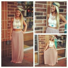 Pink maxi skirt and white top combo for summer