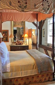 guest room in Connecticut ~ Bunny Williams design
