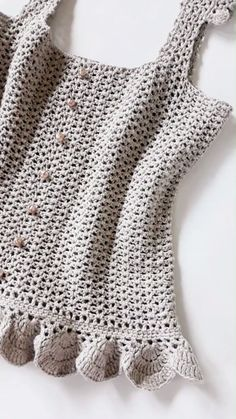 Crochet summer top - Lilly is Love Gilet Crochet, Crochet Baby, Free Crochet, Knit Crochet, Crochet Blouse, Crochet Patterns For Beginners, Knitting Patterns, Crochet Top Patterns, Crochet Summer Tops