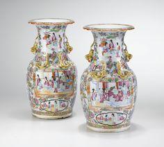 COLLECTION PARTICULIÈRE FRANÇAISE Paire de vases balustres en porcelaine de la Famille Rose de Canton A PAIR OF FAMILLE ROSE CANTON VASES 34 cm Estimación  5,000 — 7,000  EUR sothebys