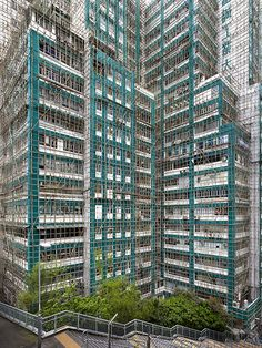 Image 7 of 24 from gallery of Metamorphosis in Hong Kong Documented in 'Cocoon' Photo Series. Photograph by Peter Steinhauer Hong Kong, Amazing Architecture, Architecture Details, Creative Photography, Amazing Photography, Bamboo Poles, What The World, Scaffolding, Urban Life
