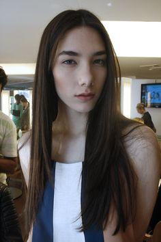 A Malu Bortolini, da Joy Model, participou do pocket desfile da Giovanna Parizzi, que aconteceu aqui no Marcos Proença Cabeleireiros, e aproveitou para mud