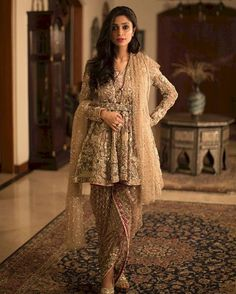 Latest Pakistani Short Frocks Peplum Tops Styles & Designs Collection consists of trends & styling of short frocks with bell bottoms, shararas, etc Pakistani Frocks, Pakistani Couture, Pakistani Bridal Dresses, Pakistani Outfits, Indian Dresses, Indian Outfits, Shalwar Kameez Pakistani, Sharara, Churidar