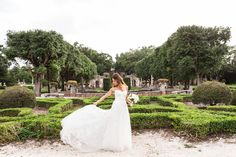 hola - Vue Photography Bridal portraits  Vizcaya Museum and Gardens dress by: Mira Zwillinger