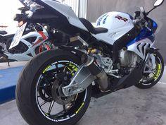 Una moto de nuestros usuarios del foro. Ven a colgar la tuya a: www.bmwmotos.com/foro #bmwmotos #motorrad #bmw Motos Bmw, Bmw Sport, Motorcycle, Vehicles, Photos, Biking, Motorcycles, Motorbikes, Engine