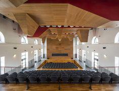 La nuova Aula Magna, insieme alle aule per la didattica, si trova all'interno dell'ex Mattatoio di Testaccio. Conference Room, Stairs, Loft, Bed, Furniture, Home Decor, Quotes, Classroom, Magnets