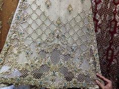 Beautiful Embroidery Suits Design, Machine Embroidery Patterns, Hand Embroidery Designs, Pakistani Mehndi Dress, Pakistani Wedding Outfits, Couture Embroidery, Ribbon Embroidery, Motifs Perler, Pattern Drafting