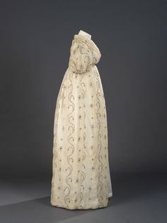 Evening Dress with Gilt Embroidery, English, 1795-1800. (View 2)