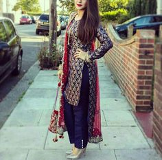 Pakistani Suits: The Amazing Designs For An Evening Party – Fashion Asia Punjabi Fashion, Indian Bridal Fashion, India Fashion, Asian Fashion, Women's Fashion, Fasion, Fashion Ideas, Pakistani Outfits, Indian Outfits