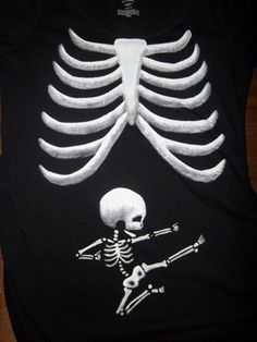 So i am not a big fan on halloween but tgis is cure. pregnant Halloween Costume | Maternity Skeleton Tee